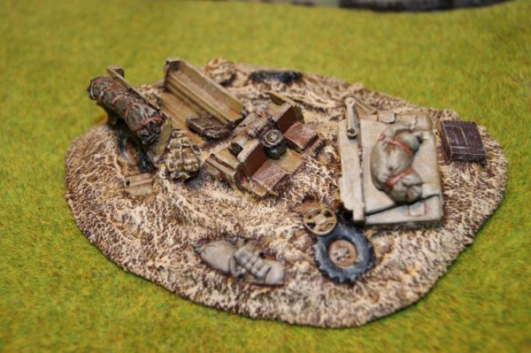 Wrecked Land rover 110 (28mm)