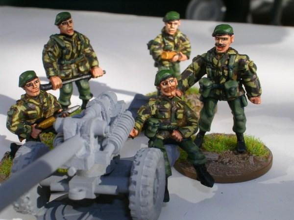28mm 105mm light gun crew in beret