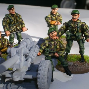 28mm 105mm light gun crew in beret