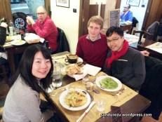 Makan malam di restoran Italia di Genova bareng Leo dan Mai