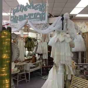 linens store display