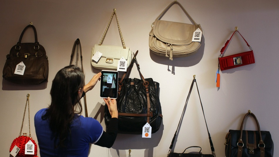wall of purses ecommerce