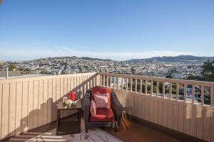 223 Monterey Blvd San Francisco 94131 Sales price $1,449,500 COE 02/27/14