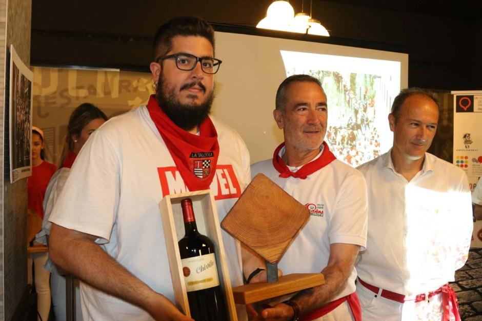 Rodrigo Jiménez, ganador del tramo de Santo Domingo; José Luis Díez, de Bodegas Chivite; y el gerente del centro comercial Itaroa, Patxi Biurrun.