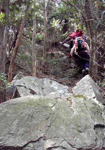 少し藪ぽくなった岩歩き。