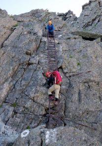 16.最後に梯子2段を下る