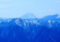 07富士山。右は塩見岳,手前左は三ノ沢岳。
