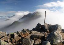 04 滝雲流れる稜線