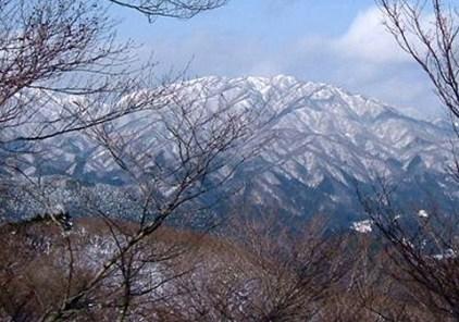 奥美濃の山々は雪化粧。