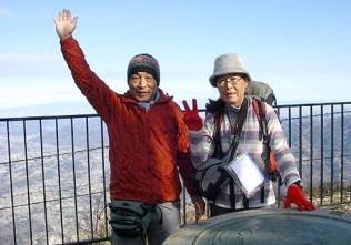 武甲山山頂。。。下は、セメント採掘場。。。