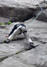 コンテスト5.10aを軽やかに登る○川御大。