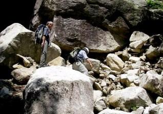 大きな石、、、集中豪雨の爪あとかな。。