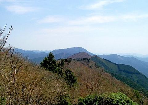 9 振り返り見る三峰山
