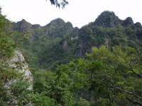 05‐行く先の険しい稜線が。。。本院岳(右)西岳(左)