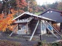 28‐徳本小屋は旧炊事場に新館が出来た。