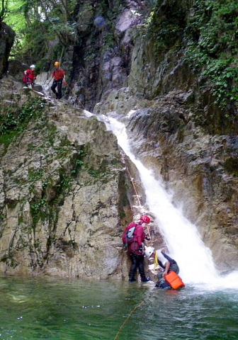 核心部二段の滝。下部 斜瀑6m。