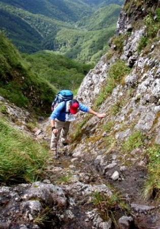 ③上からガリーを見る。ずーっと下までつながっていてスリップするとどこまでも滑落する。 (唯一南陵の危険地帯。。。)