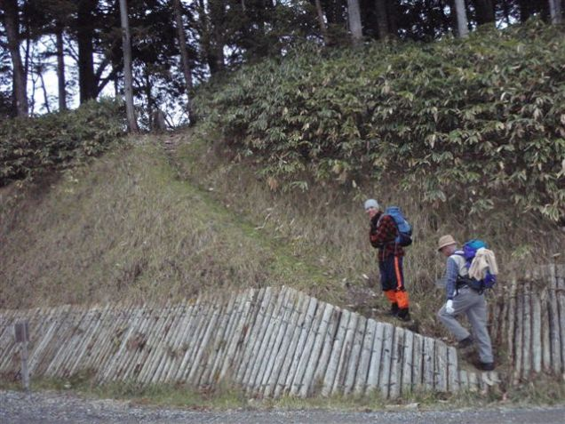 01‐林道横のこんな処から取り付きます