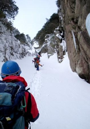 04 雪の斜面と化したルンゼ