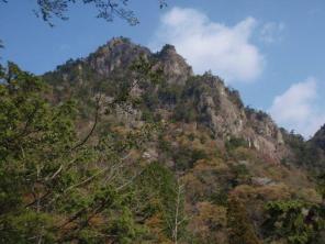 08洞ヶ岳の岩峰群