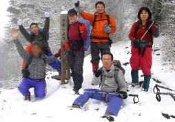 04.戸倉山西峰山頂にて、