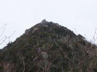兜岩、登山道のピラミッドピーク。
