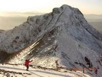 22 阿弥陀岳をバックに下山