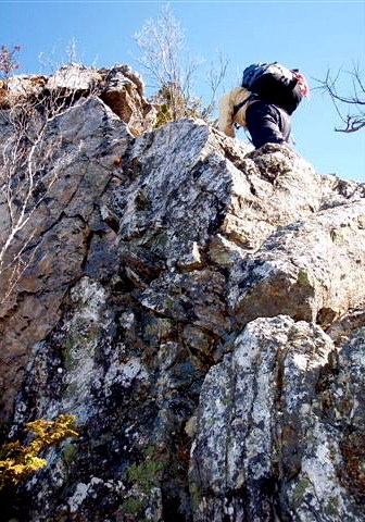 ⑩P1への岩稜を登る