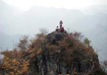 二の岳の小ピークの上です。