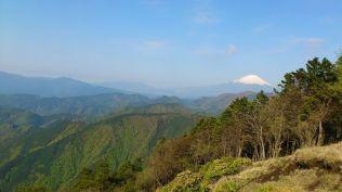 富士山を常に横に見ながらの稜線歩き