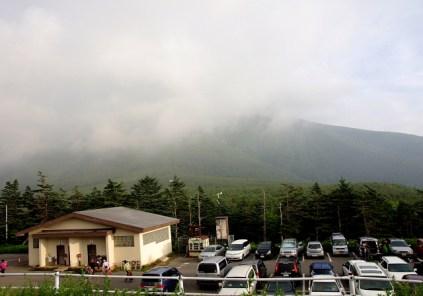 01 田の原駐車場から見た朝の御岳山