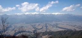 中央アルプスと伊那谷の町。念丈岳から、越百山、仙涯嶺、南駒ケ岳、空木岳、宝剣岳、木曽駒ケ岳