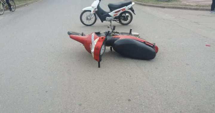 Un menor en moto resultó herido al impactar contra un auto en San Genaro