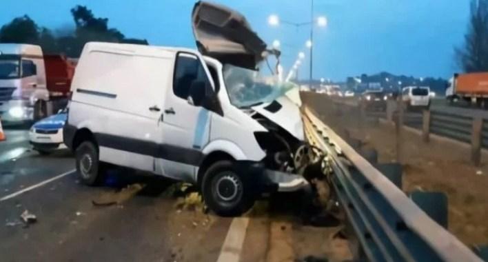 Impresionante video: Se metió en la autopista de contramano, chocó de frente con un camión y murió