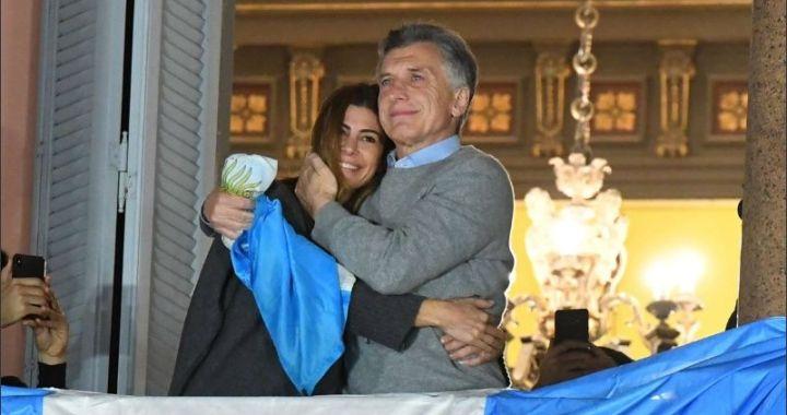 24A: Macri saludó a una multitud desde el balcón de la Casa Rosada