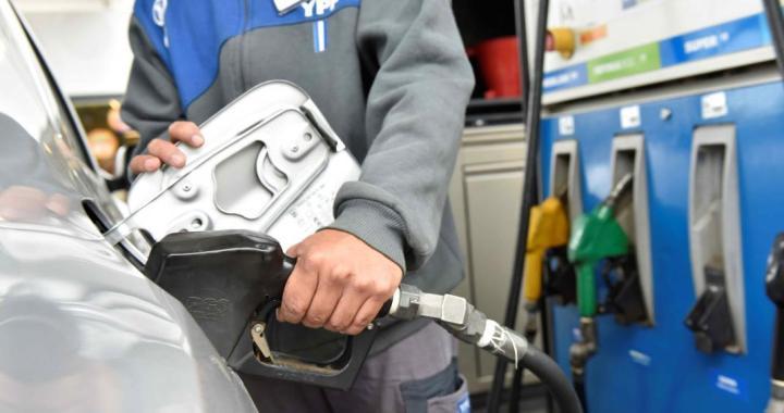 El gobierno autorizó un nuevo aumento de combustibles y dejó sin efecto el congelamiento
