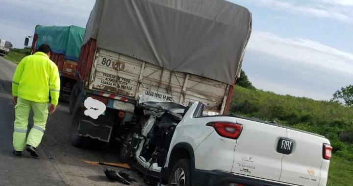 Un sangenarino se estrelló contra un camión en autopista: Fue trasladado de urgencia