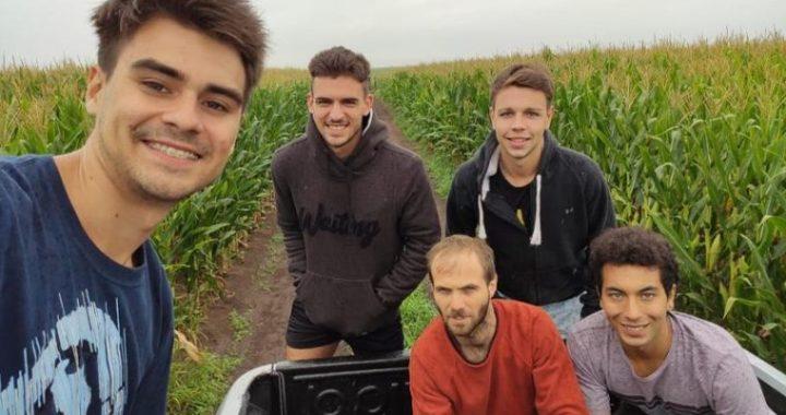 Cuatro jóvenes de Tandil crearon un fertilizante 100% orgánico y ya vendieron 6000 litros