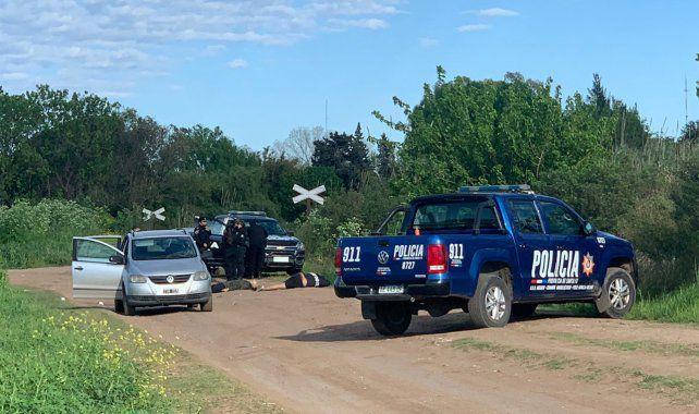 En Rosario encontraron dos cadáveres en un descampado