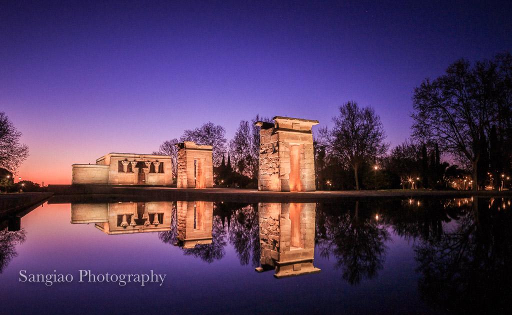 Cómo hacer una foto del anochecer en una ciudad, foto directa de cámara: El Templo de Debod en Madrid