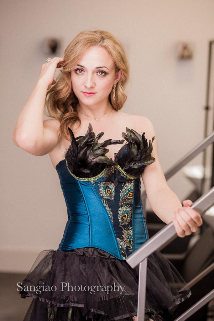 mujer con corset en sesión de Boudoir fogógrafo Madrid