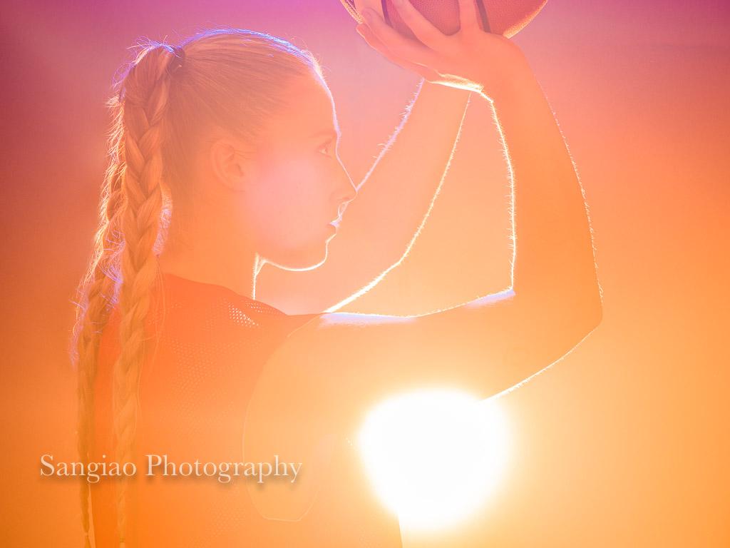 difusión del deporte femenino mujer jugando baloncesto