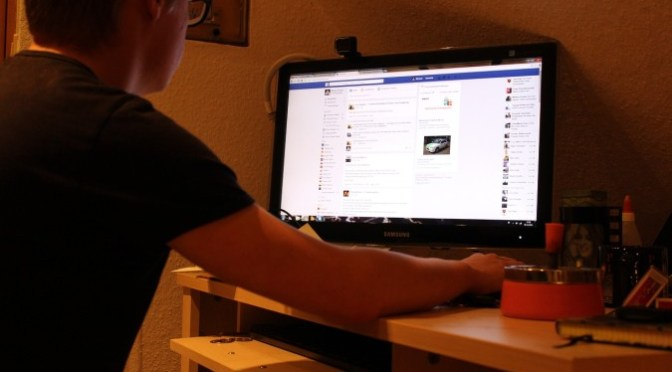 Kill Facebook News Feed To Cut Off Distractive Noise And Retain Useful Aspects