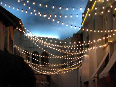 simple outdoor wedding lighting