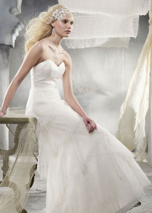 alvina valenta ivory lace bridal gown with strapless sweetheart neckline