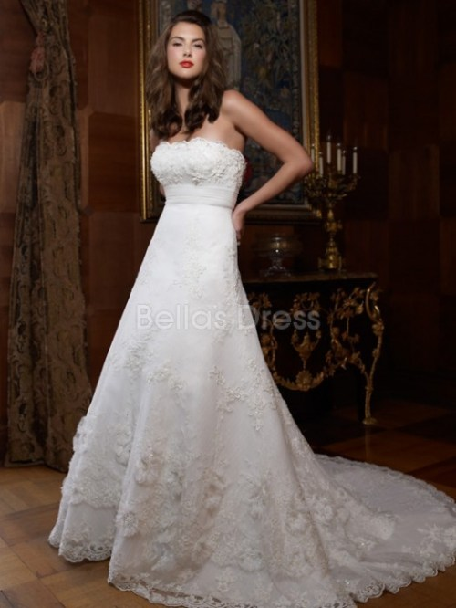 strapless a-line vintage lace wedding dress with floor length