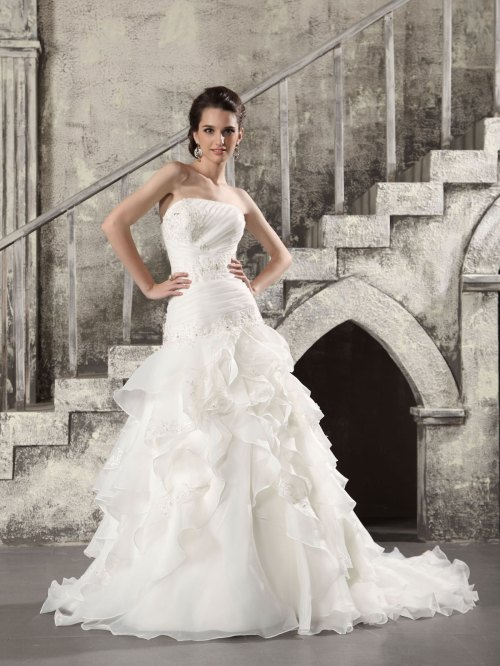 Organza fit and flare wedding dress sang maestro for Fit and flare wedding dress body type