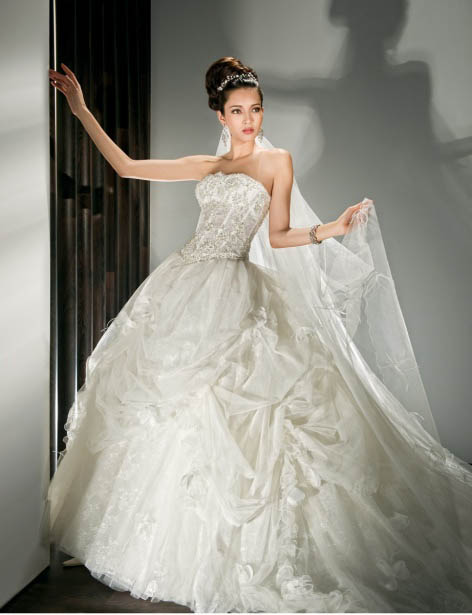 ball gown strapless wedding dress with huge skirt