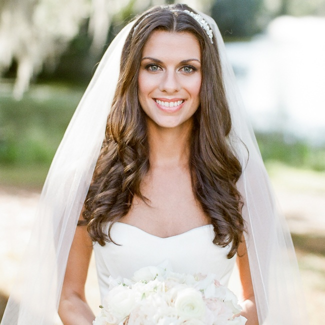 Wedding Hairstyle Down With Veil: Loose Curls Hair Down With Long White Wedding Veil