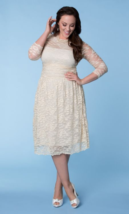 plus size short lace wedding dress with three square sleeves
